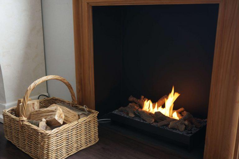 firebasket met houtstammetjes